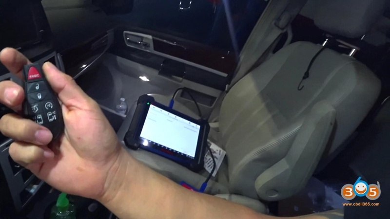 2010 Chrysler Town & Country Add Keys using Autel IM608