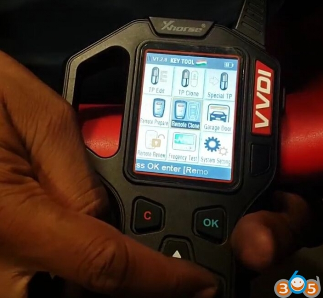 VVDI Key Tool copy 2017 Mahindra Scorpio remote key EASY